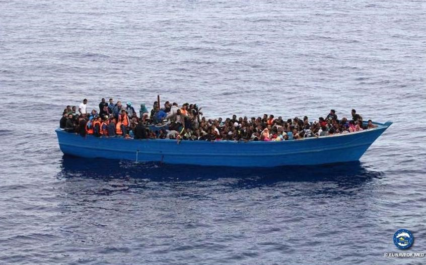 bateau charge de migrants